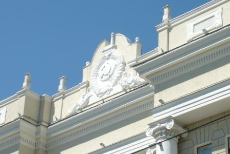 Герб СССР на фасаде здания ЮВЖД.