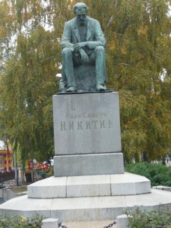 Памятник Никитину.