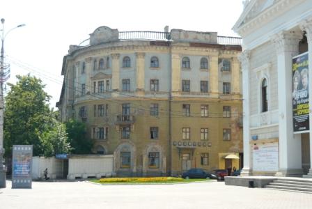Дом на углу площади Ленина.