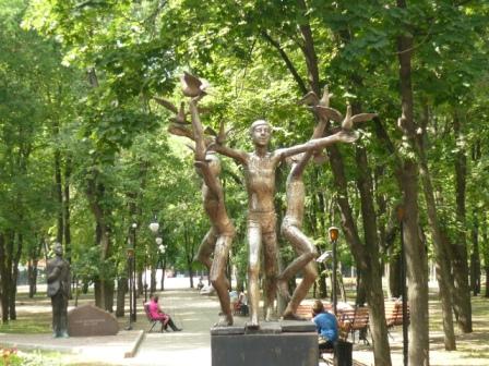 Скульптура в детском парке.