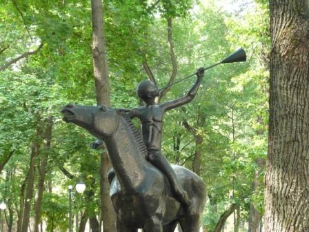 Вторая скульптура в детском парке.