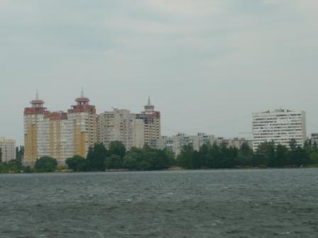 Вид с воды на Левый берег.