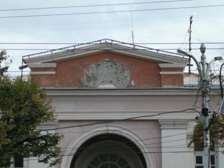 Здесь был герб СССР.