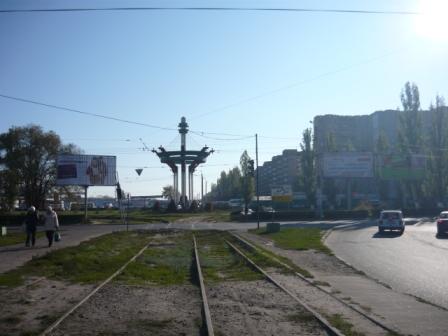 Трамвайные пути по улице Остужева.