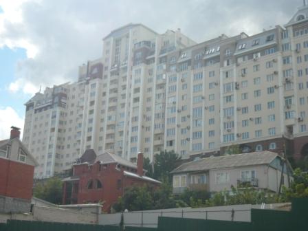 Интересный дом в центре города