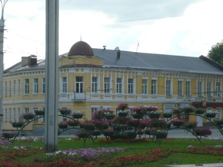 Дом напротив университета